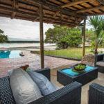 lounge et piscine au Kosi Forest Lodge
